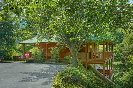 A Secret Hideaway: 2 Bedroom Sevierville Cabin Rental