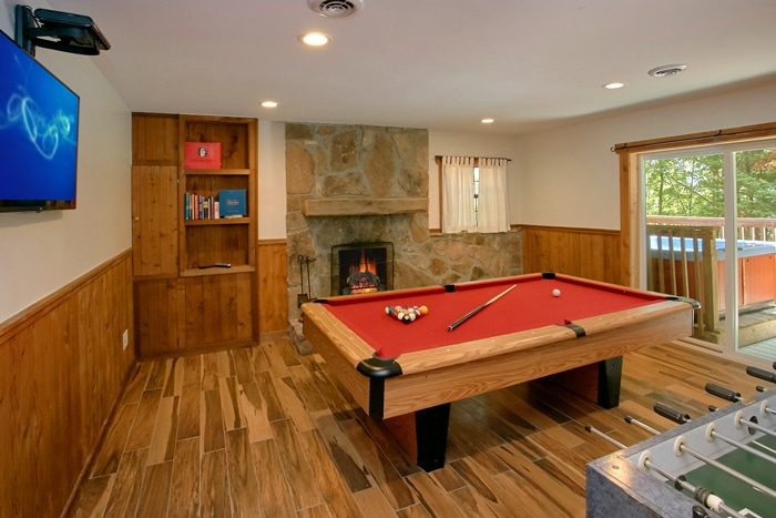 Cabin with 3 Fireplaces and Pool Table - 4 Seasons Gatlinburg