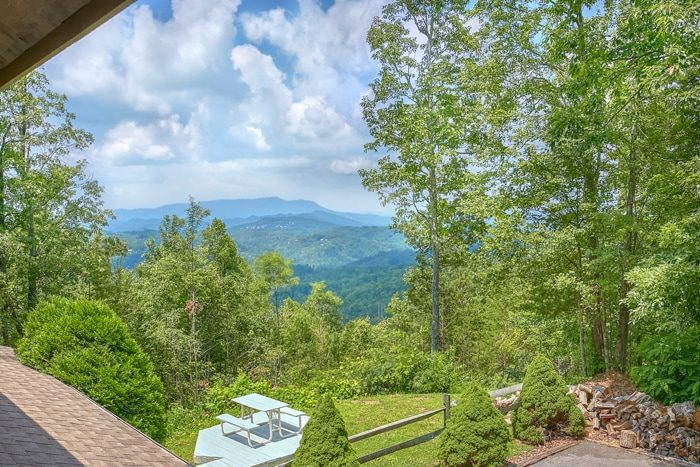 Gatlinburg Cabin with Mountain Views and Privacy - 4 Seasons Gatlinburg