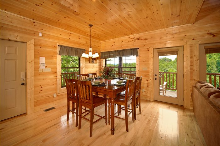 3 Bedroom cabin with Dining Room Seating for 8 - 5 O'Clock Somewhere