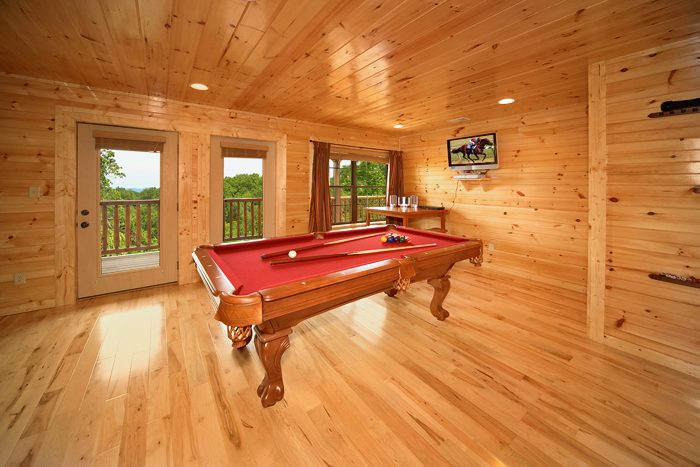 Smoky Mountain Cabin with Great Amenities - 5 O'Clock Somewhere