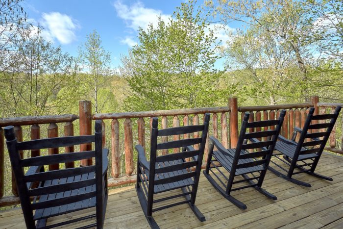 2 bedroom cabin with rocking chairs and hot tub - A Bear Endeavor