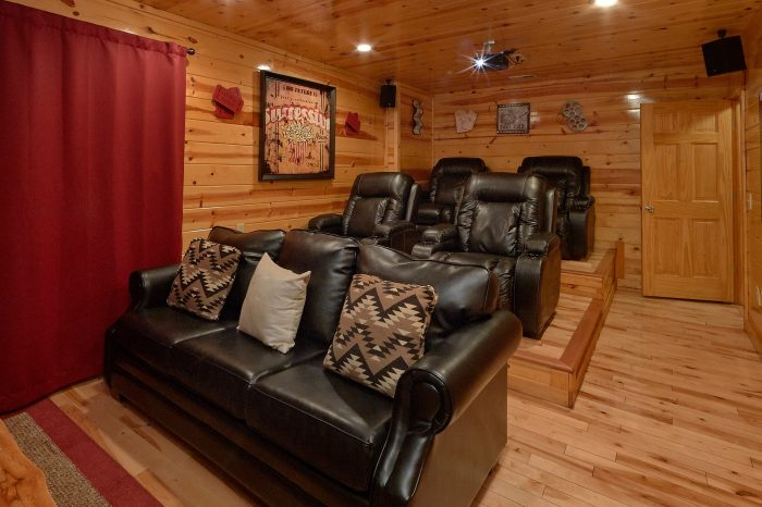 Cabin with Hot Tub and Theater room - A Bear Endeavor