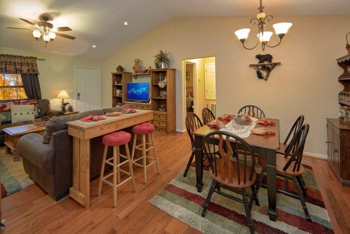 2Bedroom Cabin Sleeps 6 With Dining Room - A Bear Trax