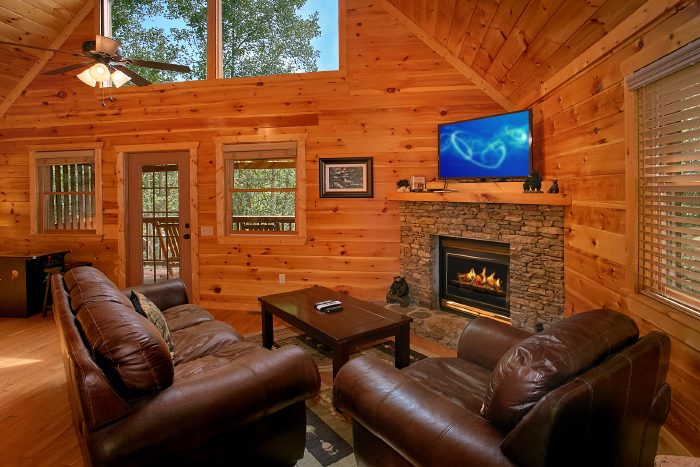 1 Bedroom Gatlinburg Cabin Sleeps 4 - A Bears Gatlinburg Den