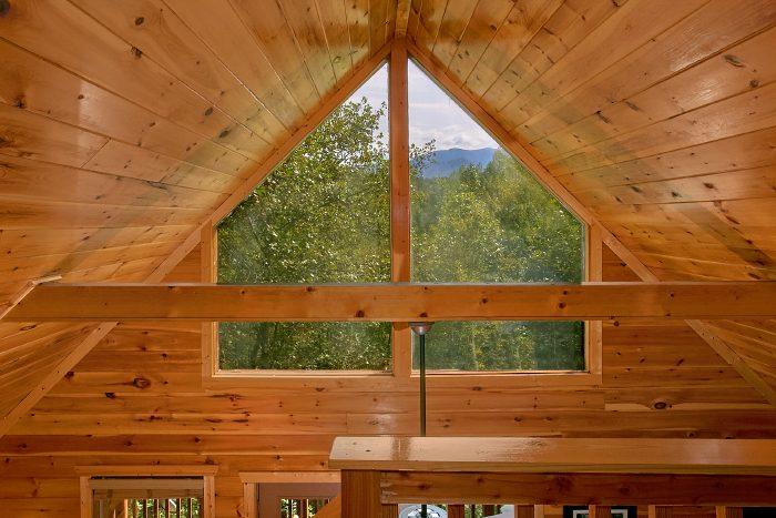 1 Bedroom Cabin with VIews from Loft - A Bears Gatlinburg Den