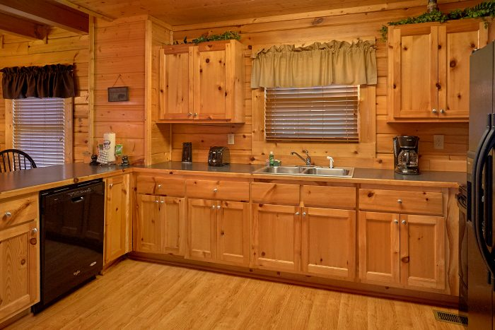 Blackberry Ridge Cabin with Full Kitchen - A Bears Lair
