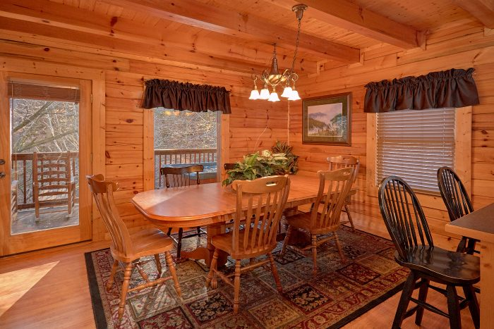 Spacious Cabin with Full Size Dining Room - A Bears Lair