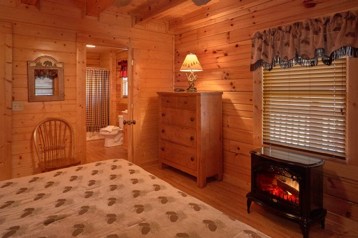 Cabin with Master Bedroom, Fireplace and Bath - A Bears Lair