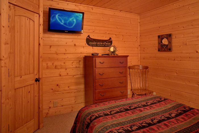 Cabin with 2 Queen Bedrooms and 2 Bathrooms - A Bears Lair