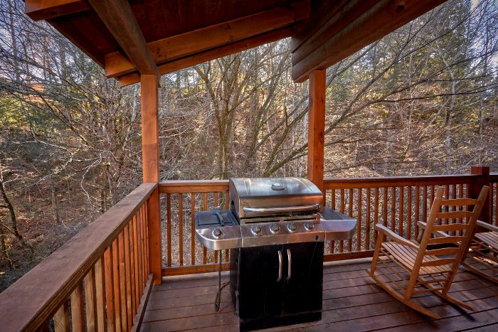 4 Bedroom Cabin with Rocking Chairs and Grill - A Bears Lair