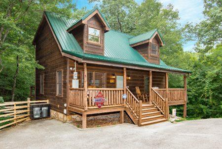 Lil Cajun Cabin: 2 Bedroom Sevierville Cabin Rental