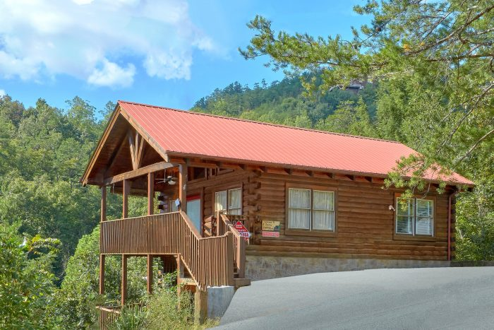 A beary happy place sevierville cabin close to dollywood for Gatlinburg dollywood cabins