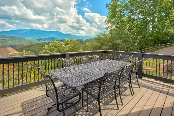 Luxurious Cabin Rental with Outdoor Dining Area - A Castle in the Clouds