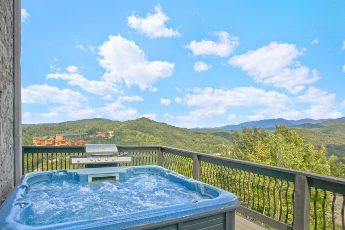 Luxury Hot Tub and Mountain Views in Gatlinburg - A Castle in the Clouds