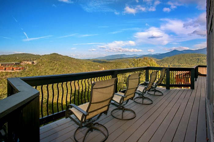 Gatlinburg Luxury Cabin with Mountain Views - A Castle in the Clouds