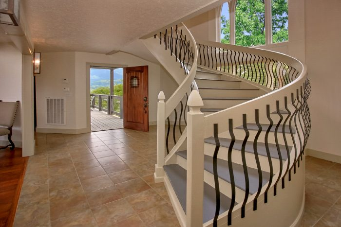 Luxurious Vacation rental with Spiral Staircase - A Castle in the Clouds