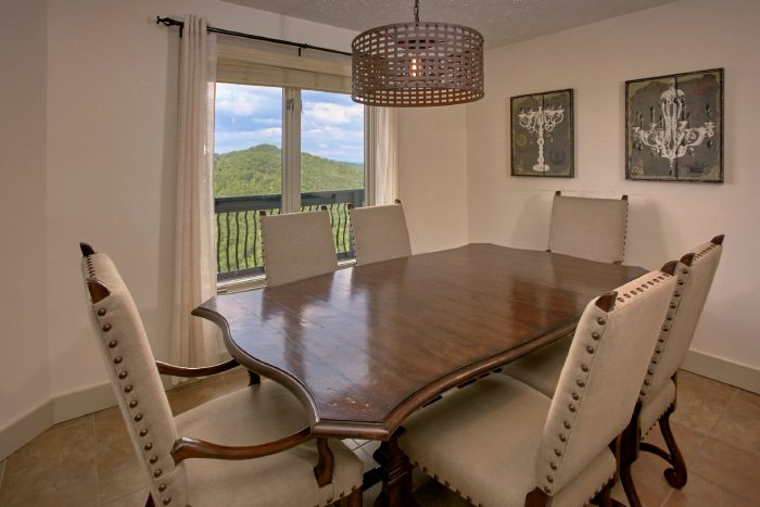 Premium 4 Bedroom Cabin with Luxury Dining Area - A Castle in the Clouds