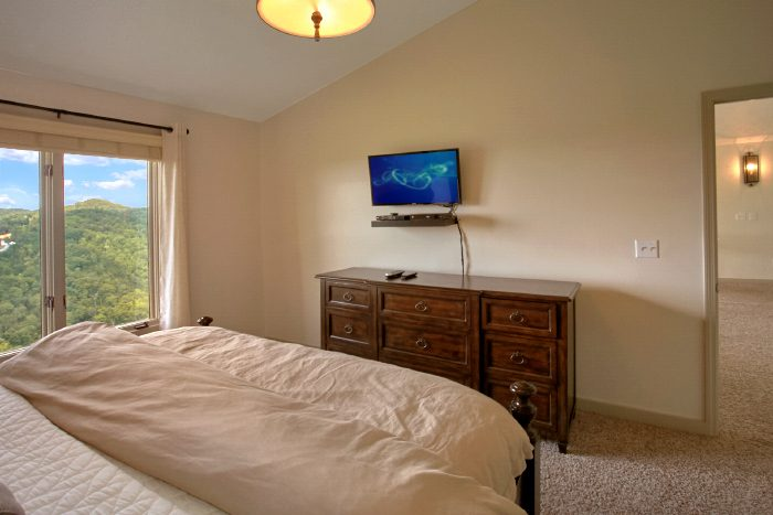 Luxury Rental with 3 Private King Suites - A Castle in the Clouds