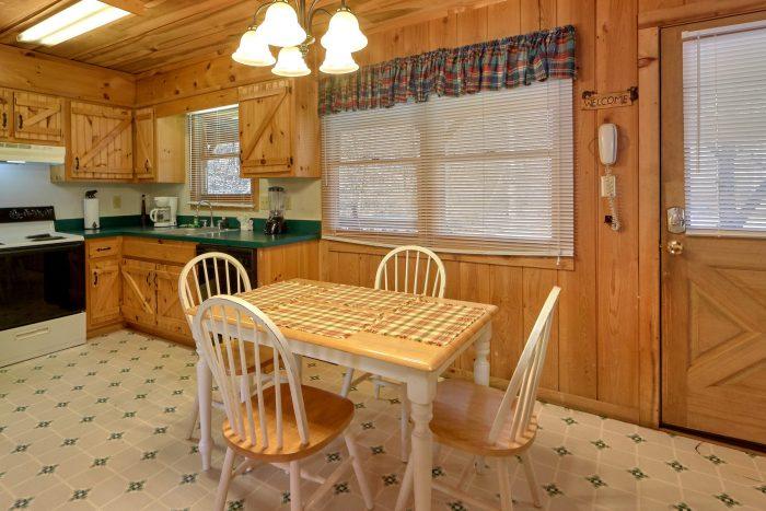 2 Bedroom Cabin Sleeps 8 With Dining Room - A Creekside Retreat
