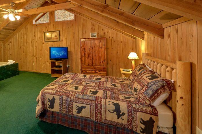 2 Bedroom Cabin with Loft Bedroom Sleeps 8 - A Creekside Retreat