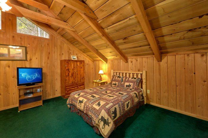 Pigeon Forge 2 Bedroom Cabin Sleeps 8 - A Creekside Retreat