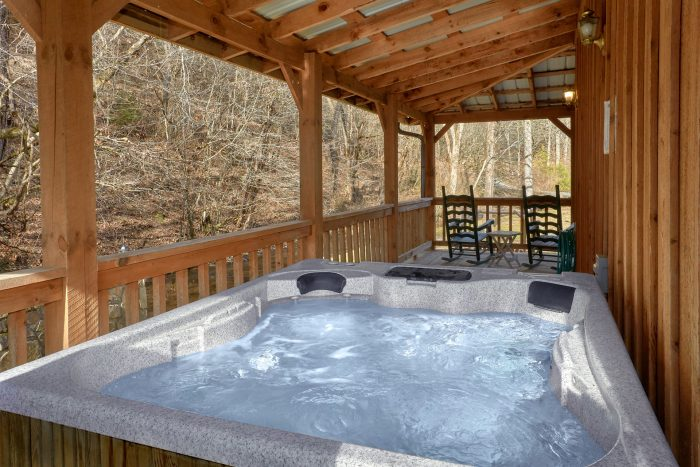 2 Bedroom Cabin with Hot Tub - A Creekside Retreat