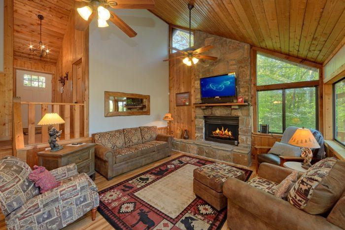 4 Bedroom cabin with beautiful stone fireplace - A Fieldstone Lodge