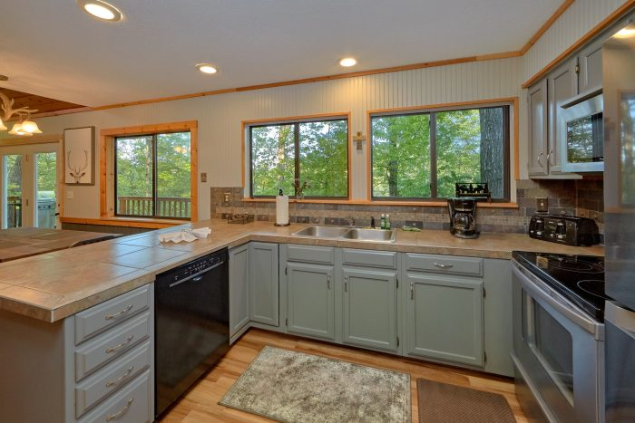 Rustic 4 bedroom cabin with full kitchen - A Fieldstone Lodge