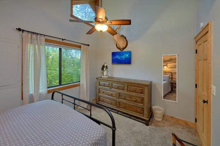 4 bedroom cabin with 2 Queen bedrooms - A Fieldstone Lodge