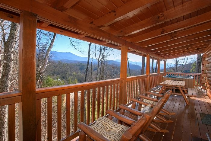 Luxury 3 Bedroom Cabin in Gatlinburg - A Grand Getaway
