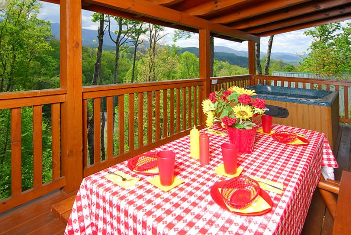 3 Bedroom Cabin with Spacious Outdoor Seating - A Grand Getaway