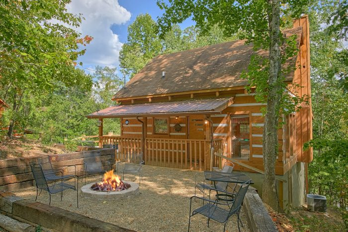 2 bedroom bluff mountain road cabin in the smokies for Deals cabins gatlinburg tn