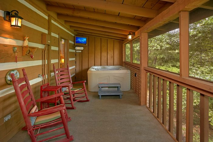 2 Bedroom Cabin with Screened in Porch - A Hummingbird Hideaway