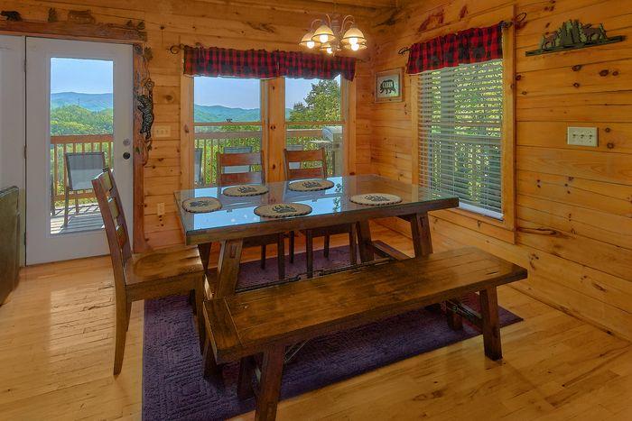 A lazy bears hideaway 3 bedroom cabin rentals in for Dining near gatlinburg tn