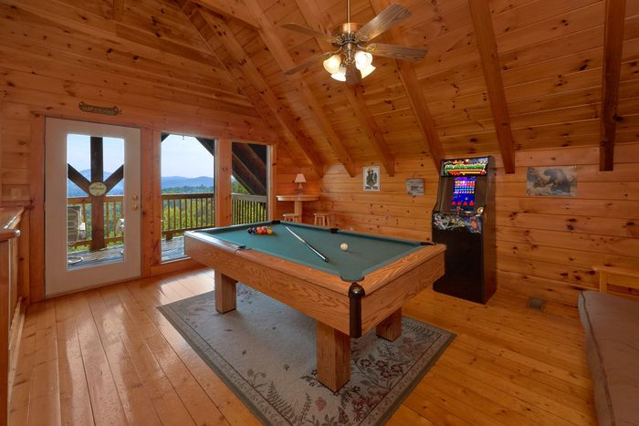 Hot Tub with Mountain Views - A Lazy Bear's Hideaway