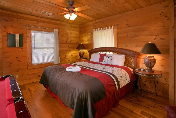 Pigeon Forge cabin with 2 king beds - A Little Bit Of Heaven