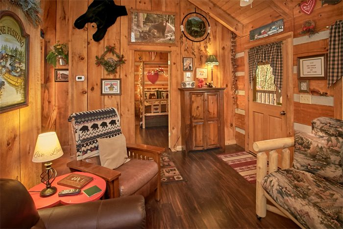 Rustic 1 Bedroom Cabin that sleeps 4 - A Love Nest