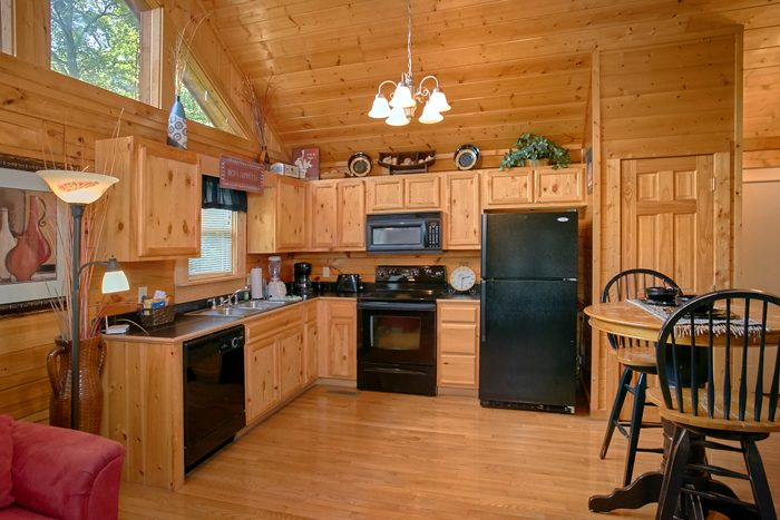 1 Bedroom Honeymoon Cabin with full kitchen - A Lovers Retreat