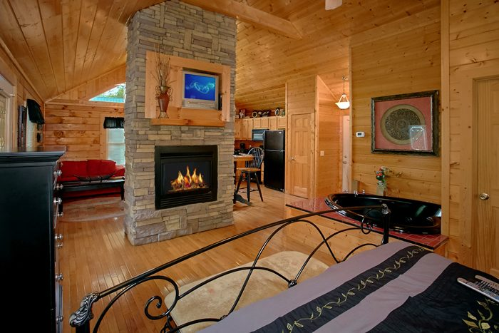 Honeymoon Cabin with Double Fireplace and TV - A Lovers Retreat