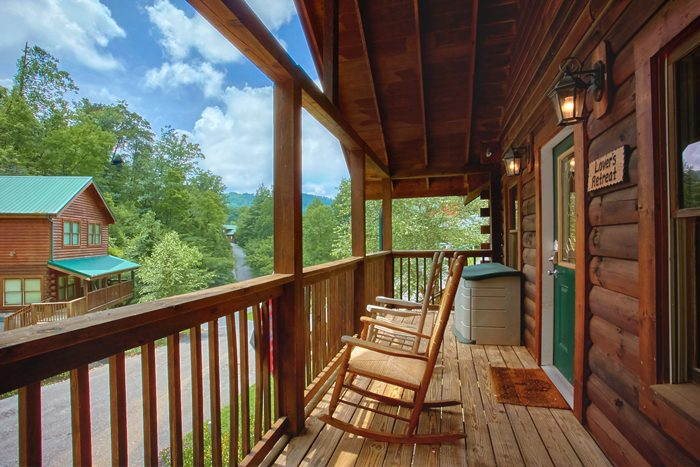 1 Bedroom Cabin with WIFI, Resort Pool Access - A Lovers Retreat