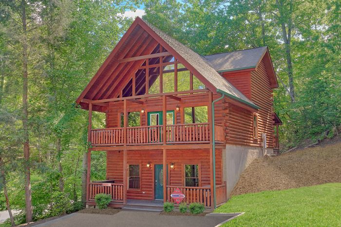 A mountain lodge 5 bedroom cabin rental in the smokies for Deals cabins gatlinburg tn