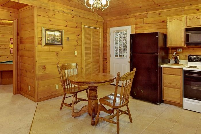 1 Bedroom Cabin with Dining for 2 - A Peaceful Getaway
