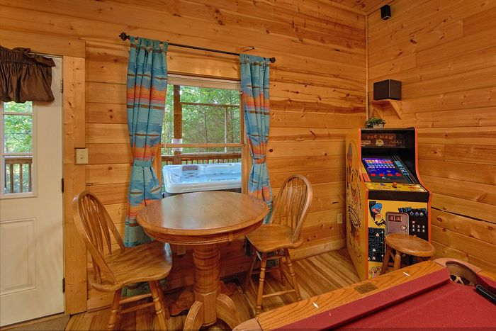 Luxury Cabin with Game Room and Hot Tub - A Perfect Stay
