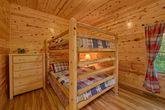 5 bedroom cabin with queen bunk beds