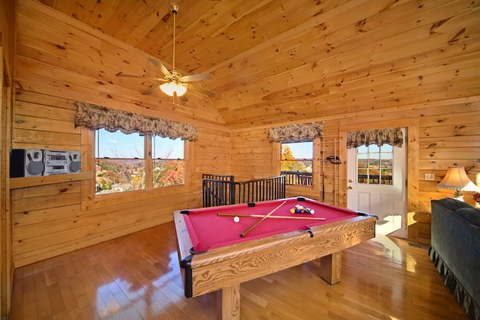 1 Bedroom Honey Moon Cabin with Pool Table - A Romantic Journey