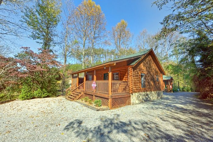 Cabin rental near smoky mountain national park 1br for Smoky mountain tennessee cabin rentals