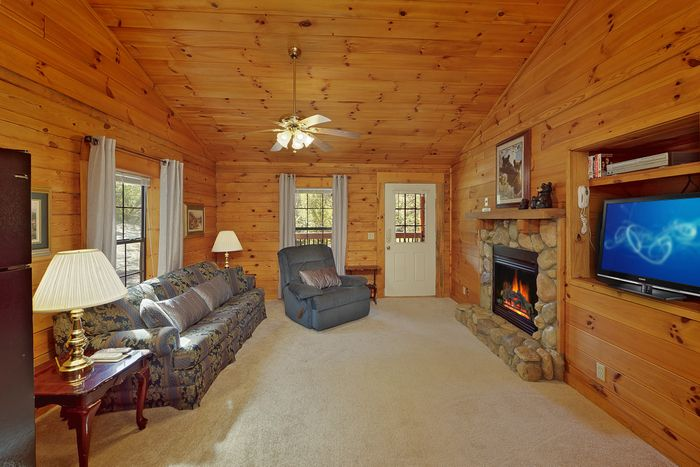 1 Bedroom Cabin with Fully Furnished Living Room - A Smoky Hideaway