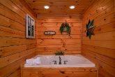 Premium Cabin with Master Suite & Jacuzzi Tub