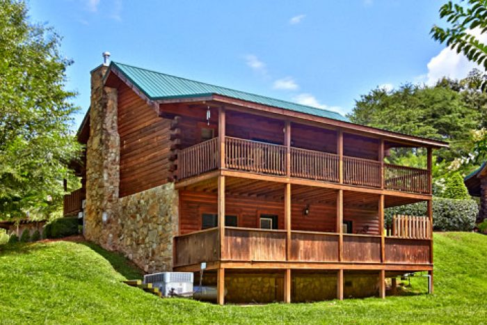 Smoky Mountain Cabin Rental in Pigeon Forge - A Smoky Mountain Jewel